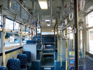 三菱C代ノンステップバス_新宿C200