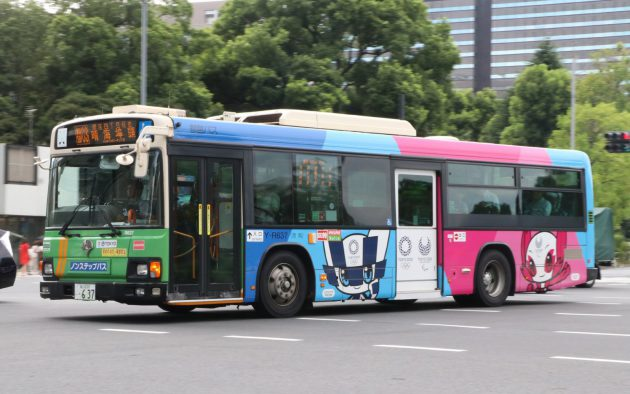 2020東京大会のマスコットラッピングバスがお目見え